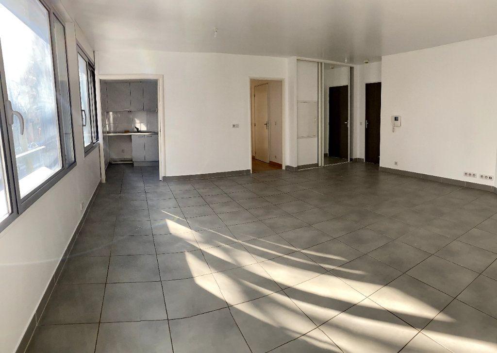 Appartement à louer 3 80.6m2 à Boulogne-Billancourt vignette-2