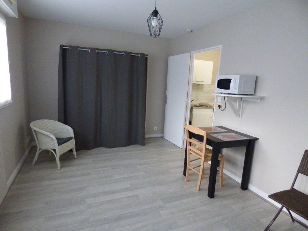 Appartement à louer 1 24.35m2 à Limoges vignette-1