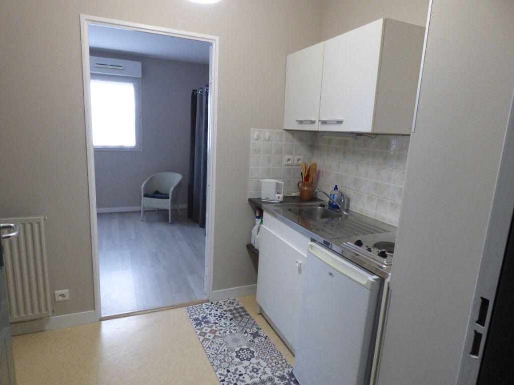 Appartement à louer 1 24.35m2 à Limoges vignette-3