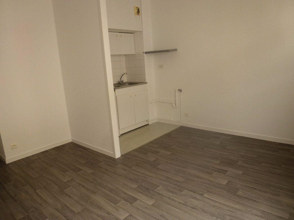 Appartement à louer 2 34.79m2 à Limoges vignette-2