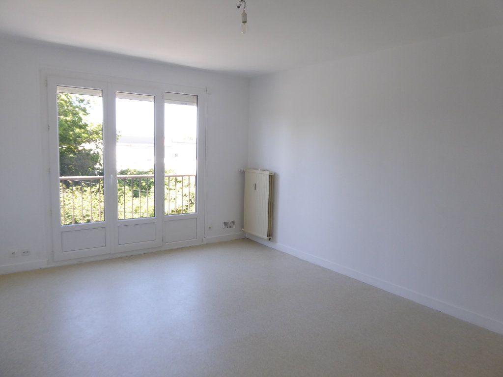 Appartement à louer 3 62.66m2 à Limoges vignette-2