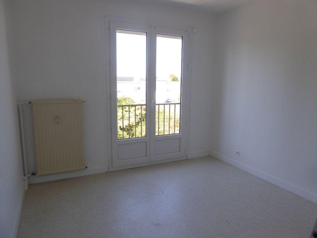 Appartement à louer 3 62.66m2 à Limoges vignette-4