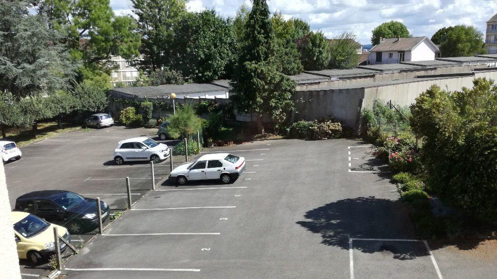 Appartement à louer 3 62.66m2 à Limoges vignette-6