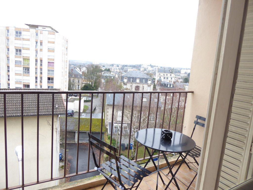 Appartement à louer 3 56.06m2 à Limoges vignette-1