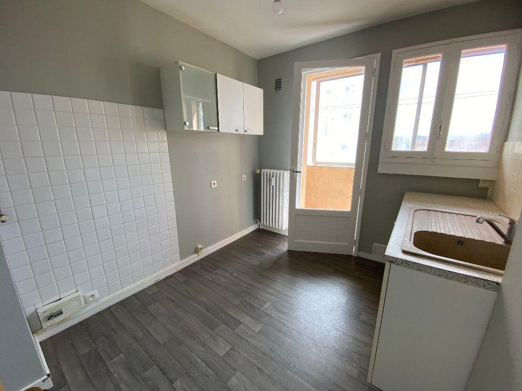 Appartement à louer 3 56.06m2 à Limoges vignette-2