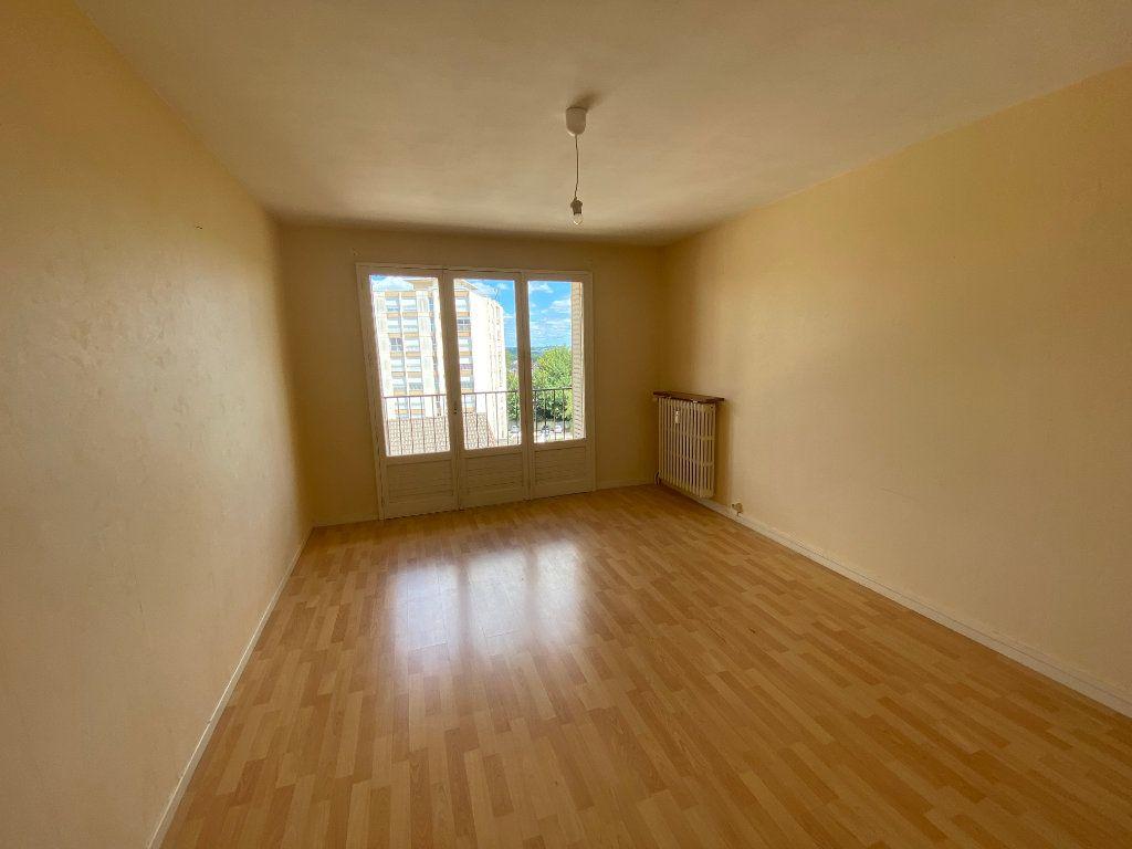 Appartement à louer 3 56.06m2 à Limoges vignette-3