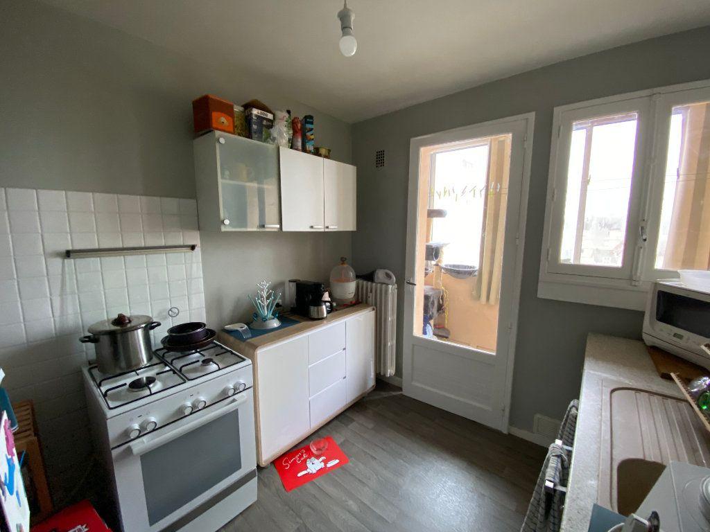 Appartement à louer 3 56.06m2 à Limoges vignette-5