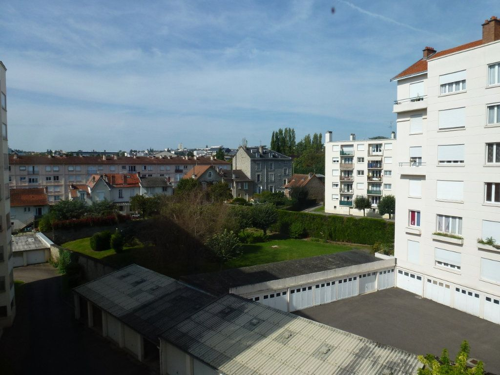 Appartement à louer 3 56.06m2 à Limoges vignette-9