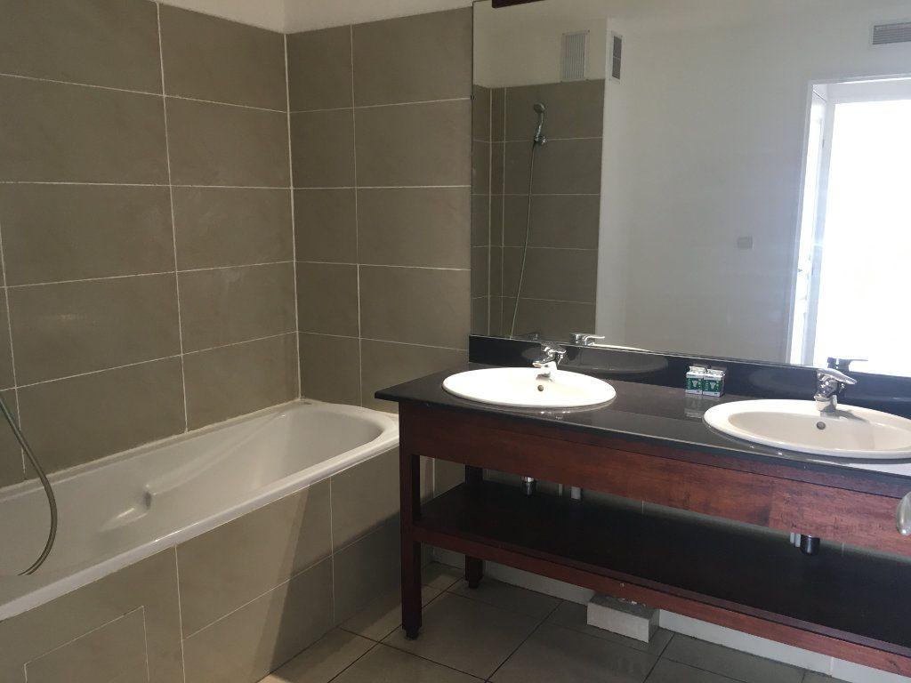 Appartement à louer 3 47.49m2 à Saint-Benoît vignette-5