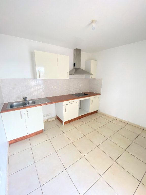 Appartement à vendre 4 97.4m2 à Saint-Denis vignette-3