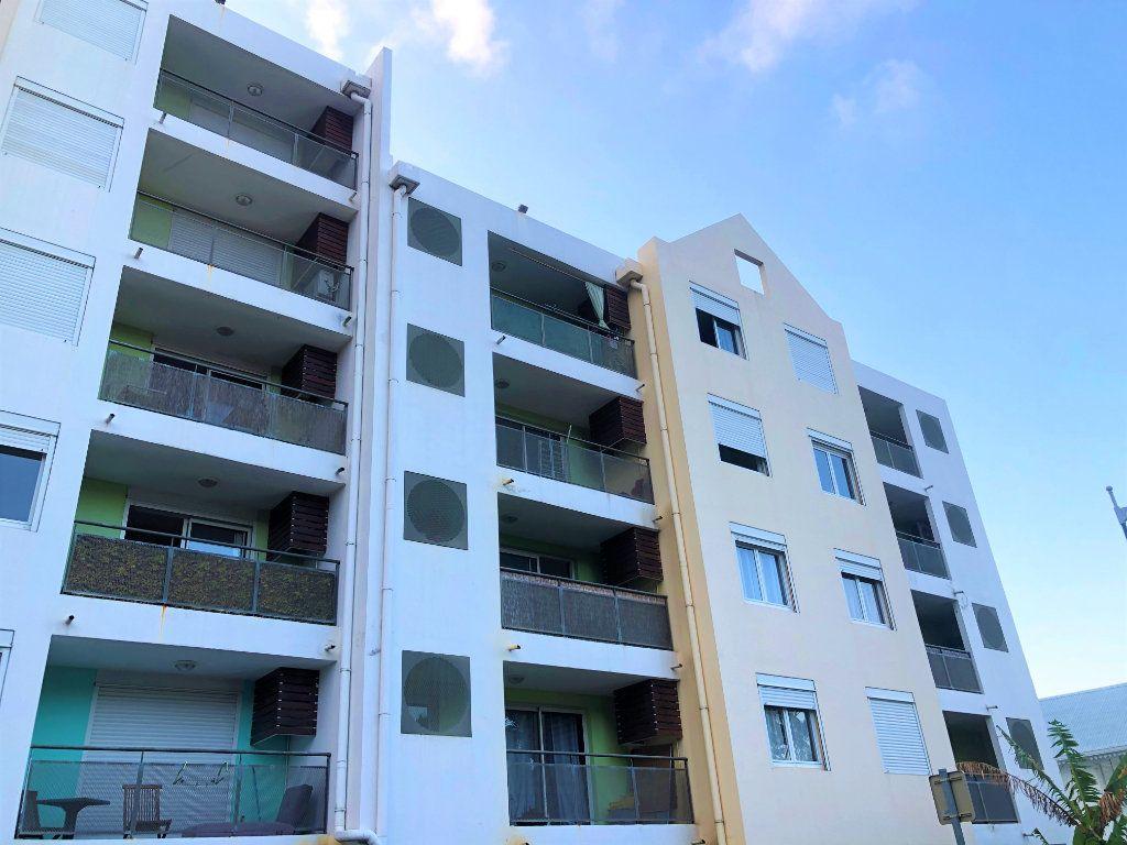 Appartement à vendre 2 49m2 à Saint-Denis vignette-1