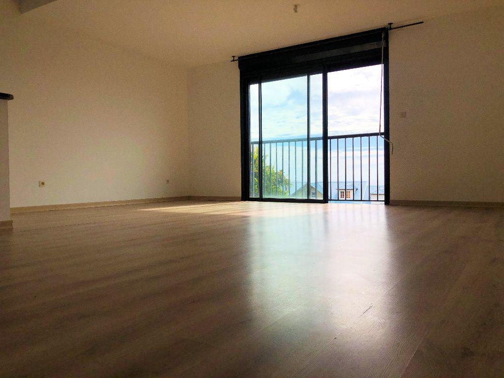 Appartement à vendre 2 60m2 à Saint-Denis vignette-1
