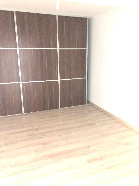 Appartement à vendre 2 60m2 à Saint-Denis vignette-3