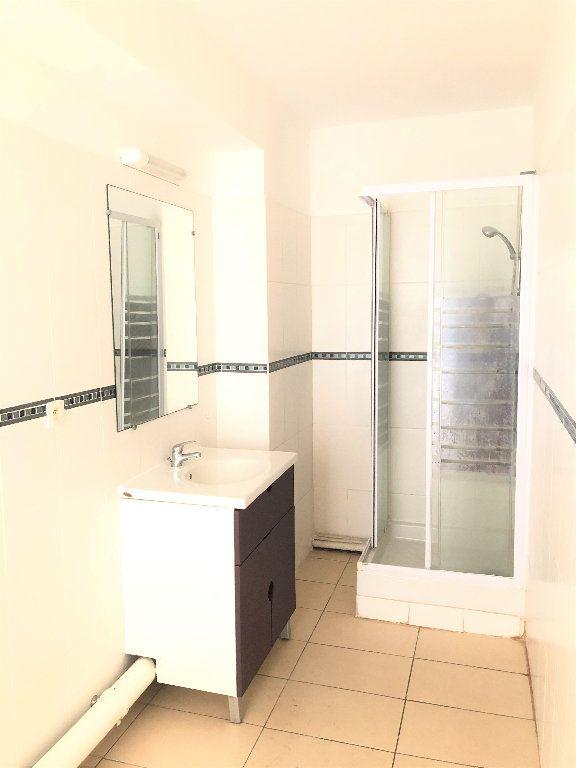 Appartement à vendre 2 60m2 à Saint-Denis vignette-4