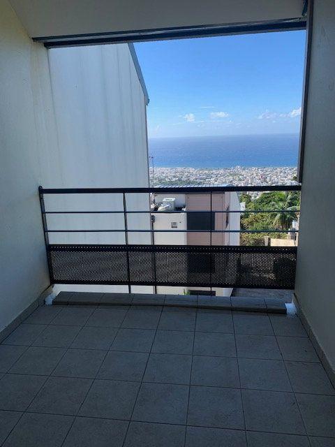 Appartement à vendre 1 31m2 à Saint-Denis vignette-1