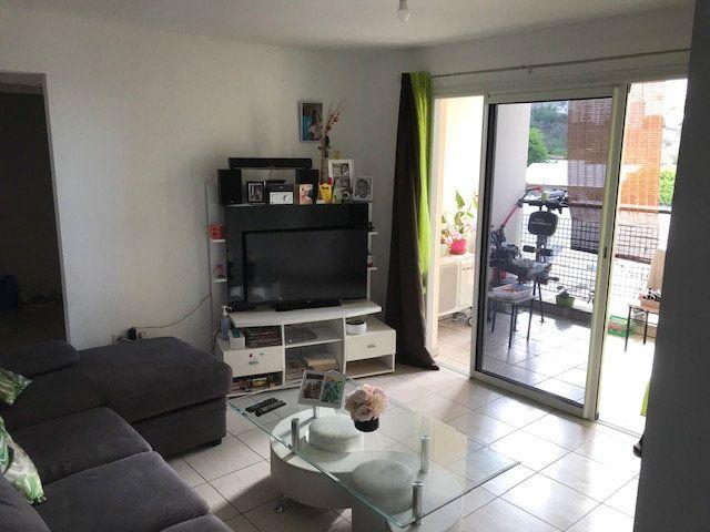 Appartement à vendre 3 69m2 à Saint-Denis vignette-1