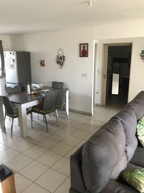Appartement à vendre 3 69m2 à Saint-Denis vignette-2