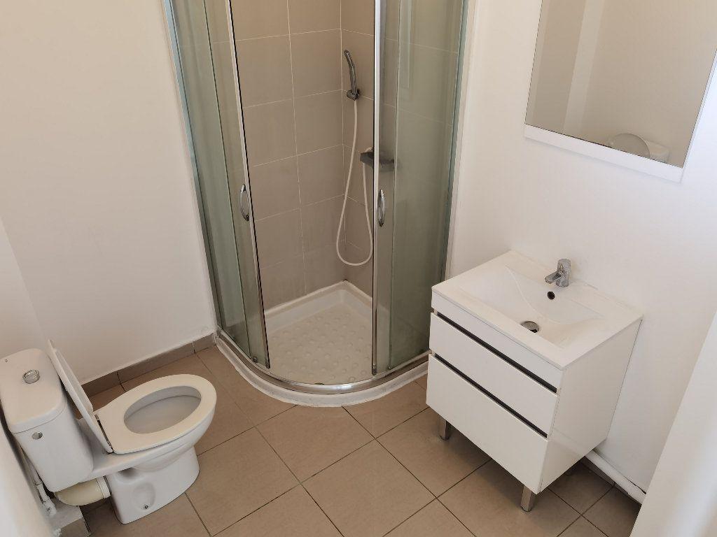 Appartement à louer 1 25.44m2 à Saint-Denis vignette-4