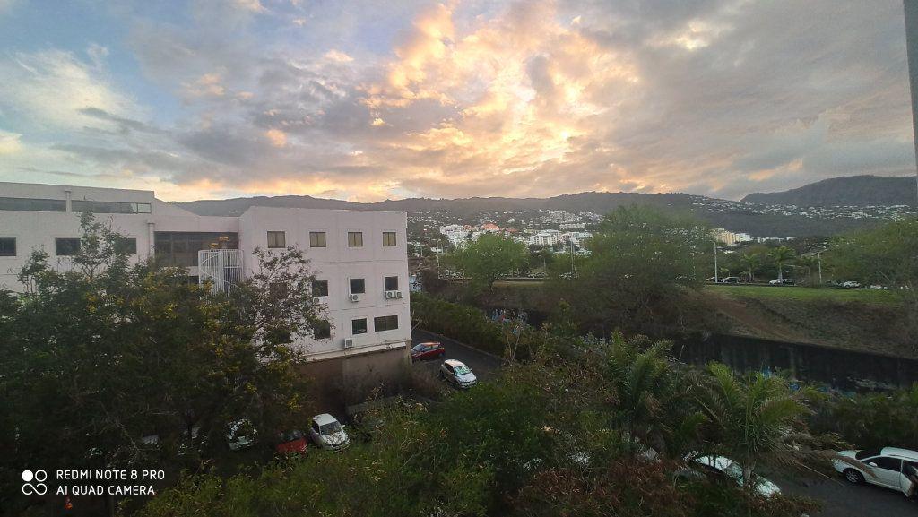 Appartement à vendre 2 57m2 à Saint-Denis vignette-1