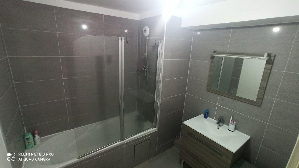 Appartement à vendre 2 57m2 à Saint-Denis vignette-4