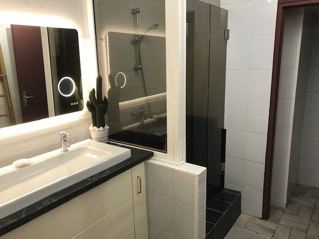 Appartement à vendre 4 74m2 à Saint-Denis vignette-2