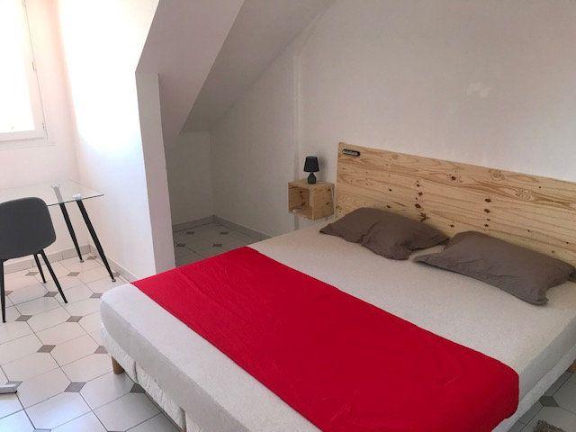Appartement à vendre 4 74m2 à Saint-Denis vignette-3