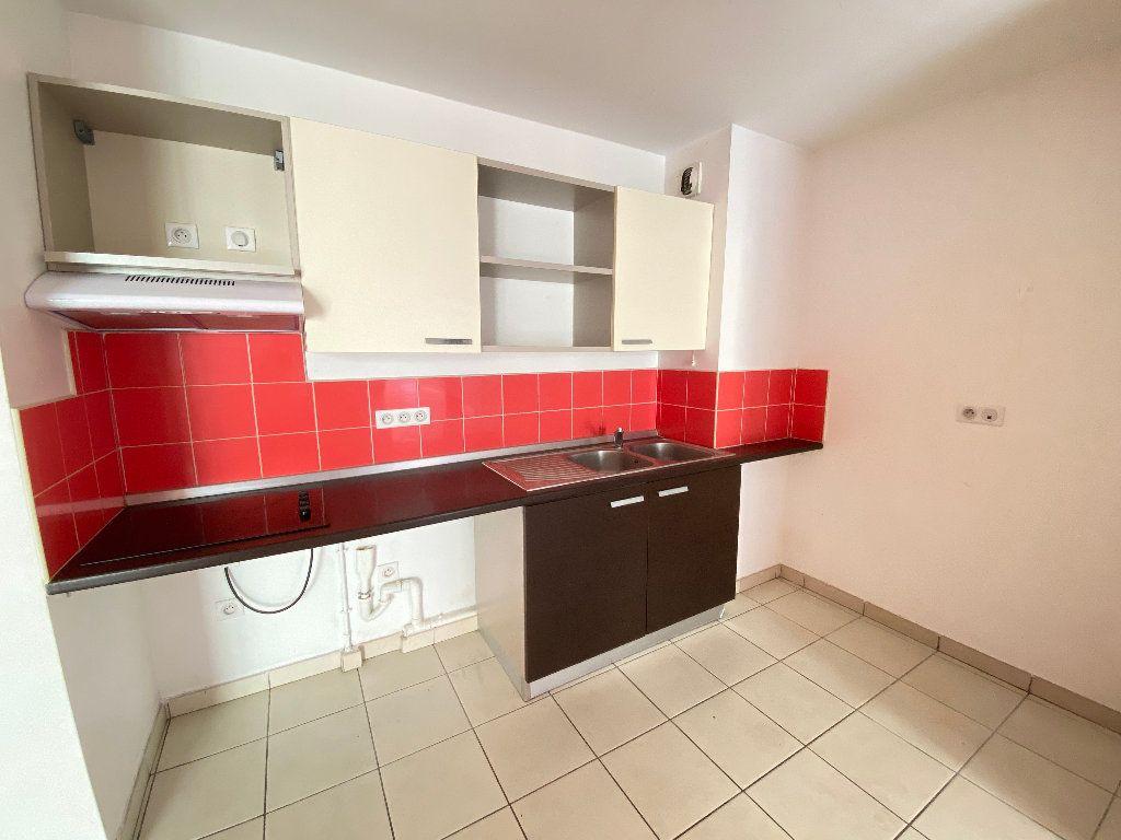 Appartement à vendre 3 55.2m2 à Saint-Denis vignette-2