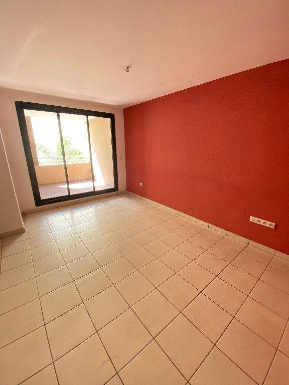 Appartement à vendre 3 55.2m2 à Saint-Denis vignette-3