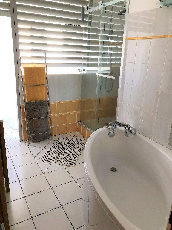 Appartement à vendre 4 108m2 à Saint-Denis vignette-3