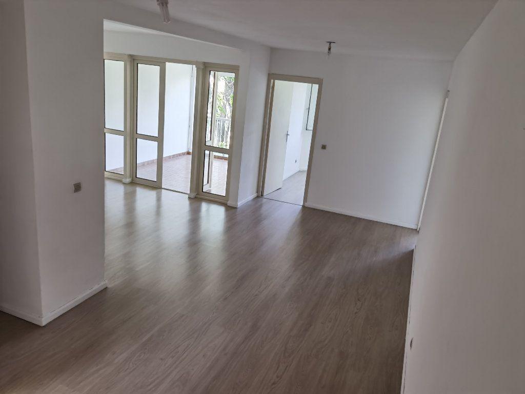 Appartement à louer 5 90m2 à Saint-Denis vignette-1
