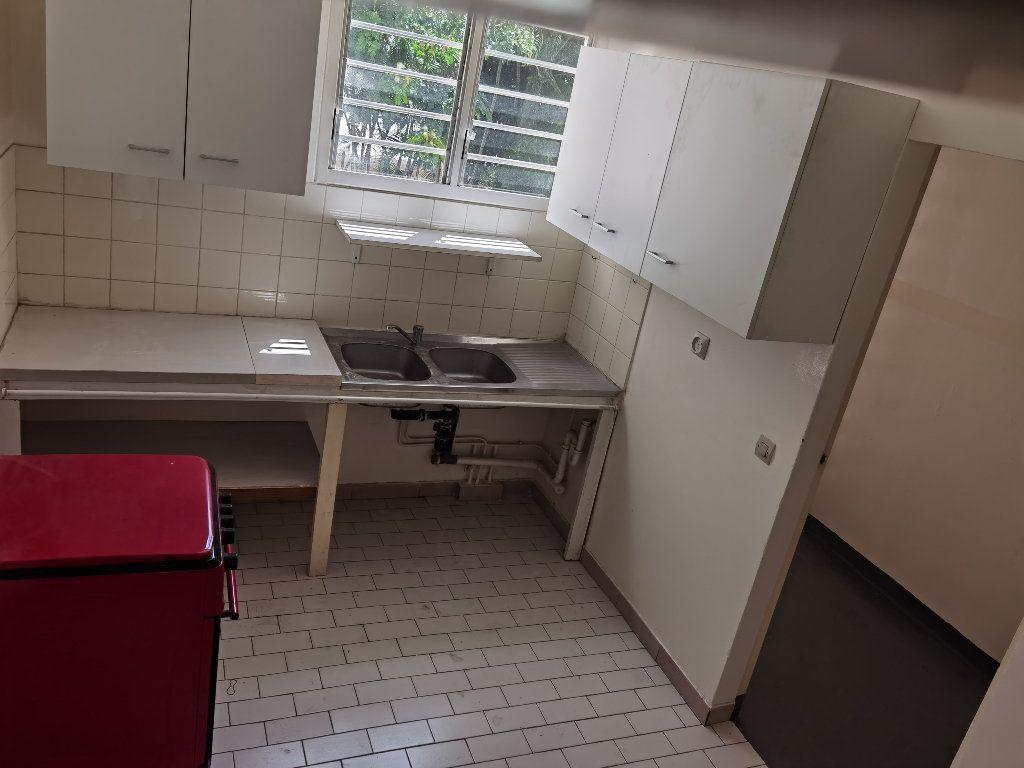 Appartement à louer 5 90m2 à Saint-Denis vignette-3