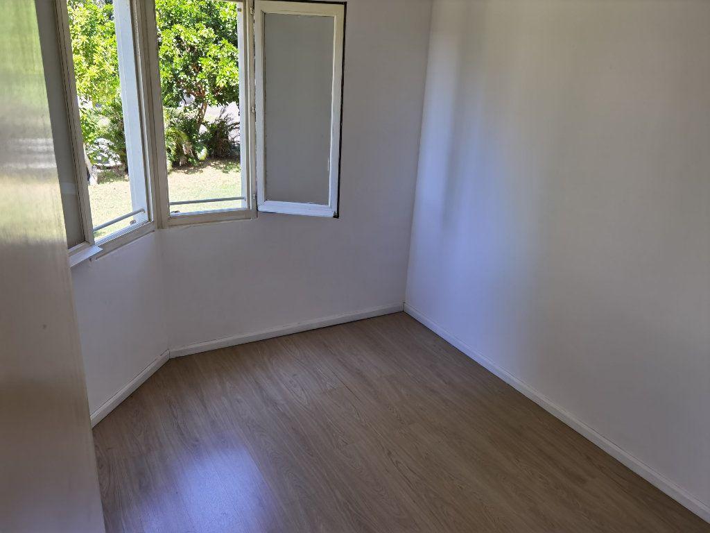 Appartement à louer 5 90m2 à Saint-Denis vignette-5