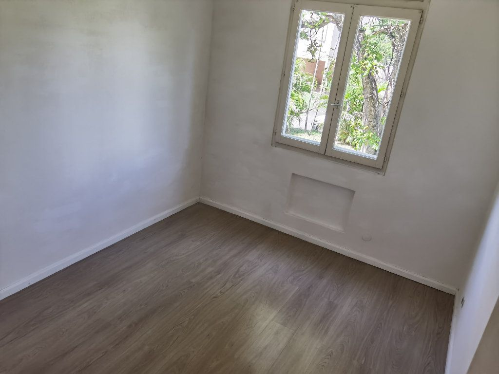 Appartement à louer 5 90m2 à Saint-Denis vignette-7