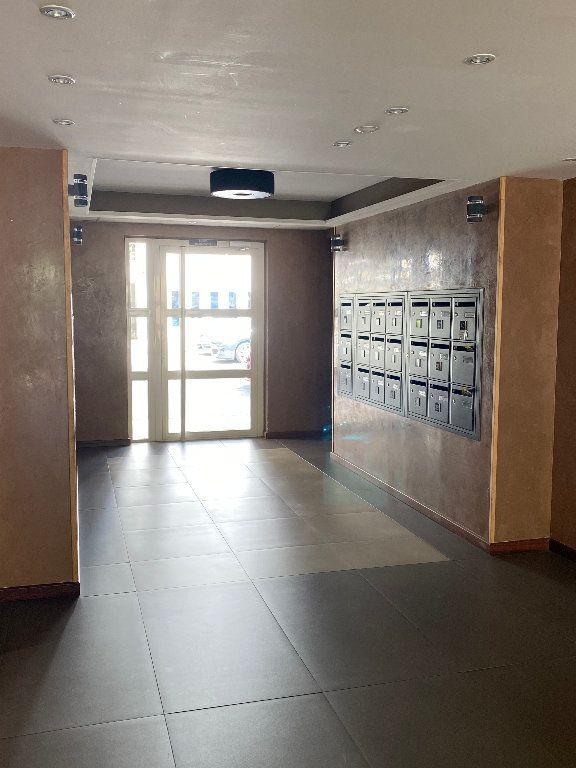 Appartement à vendre 1 40m2 à Saint-Denis vignette-3
