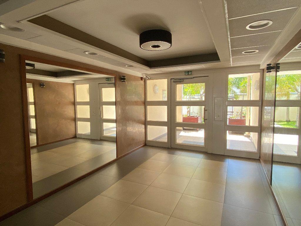 Appartement à vendre 1 40m2 à Saint-Denis vignette-4