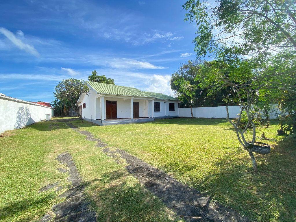 Maison à vendre 4 102m2 à Sainte-Suzanne vignette-1
