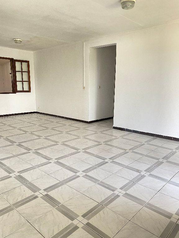 Maison à vendre 4 102m2 à Sainte-Suzanne vignette-3