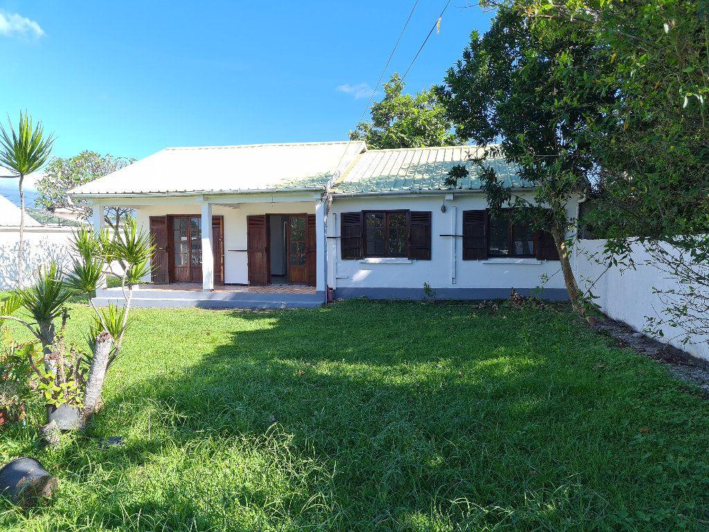 Maison à vendre 4 102m2 à Sainte-Suzanne vignette-4