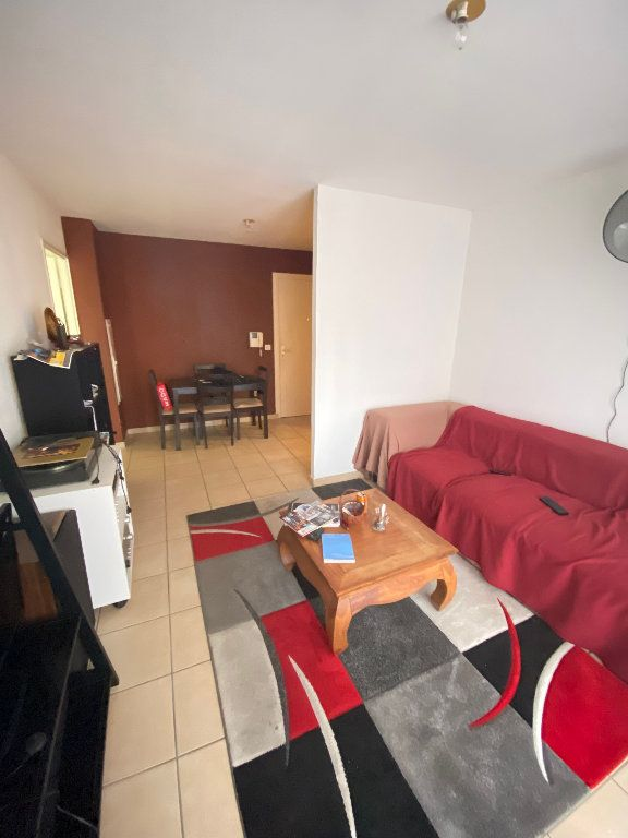 Appartement à vendre 2 47m2 à Saint-Denis vignette-1
