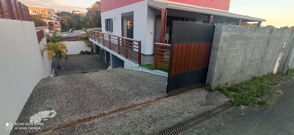 Maison à louer 4 110m2 à Saint-Pierre vignette-9