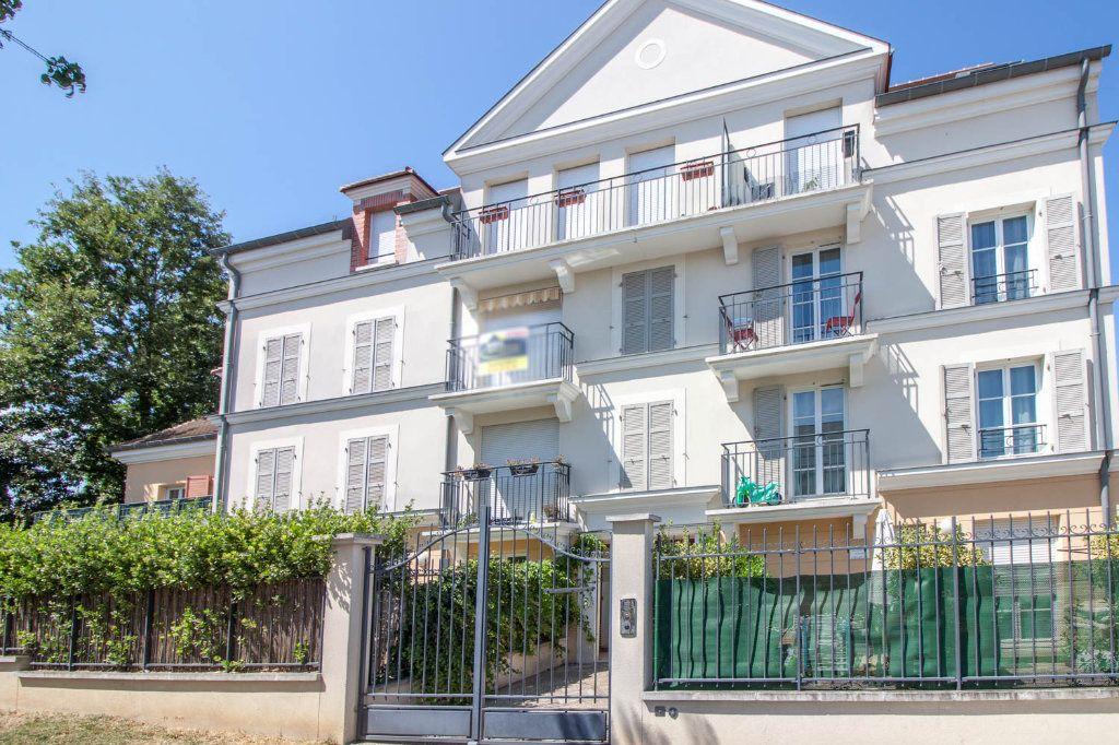Appartement à louer 3 54.18m2 à Vauréal vignette-1