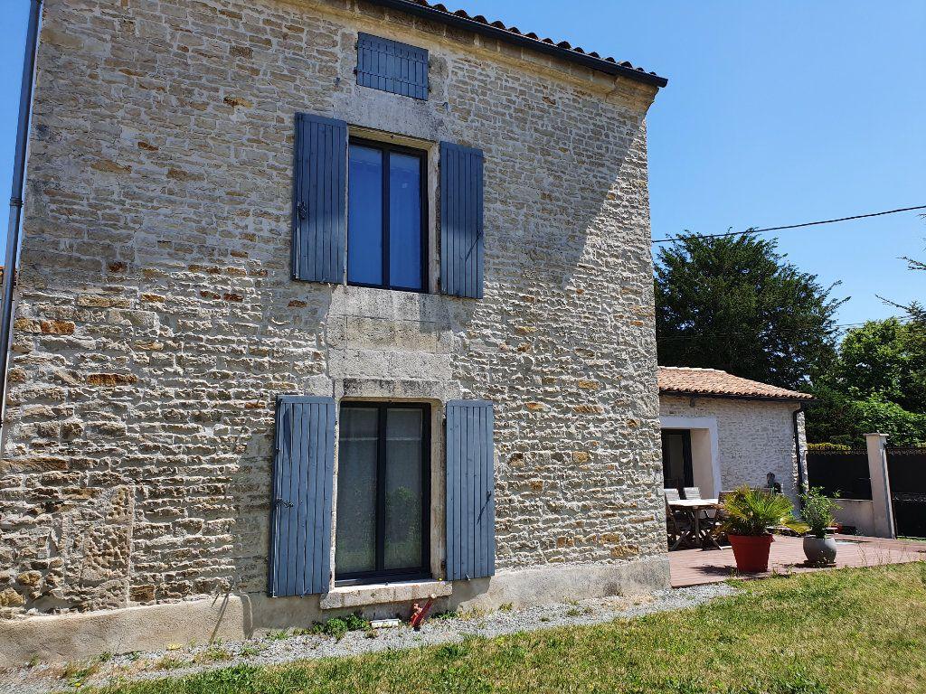 Maison à vendre 5 140m2 à Saint-Hilaire-la-Palud vignette-5