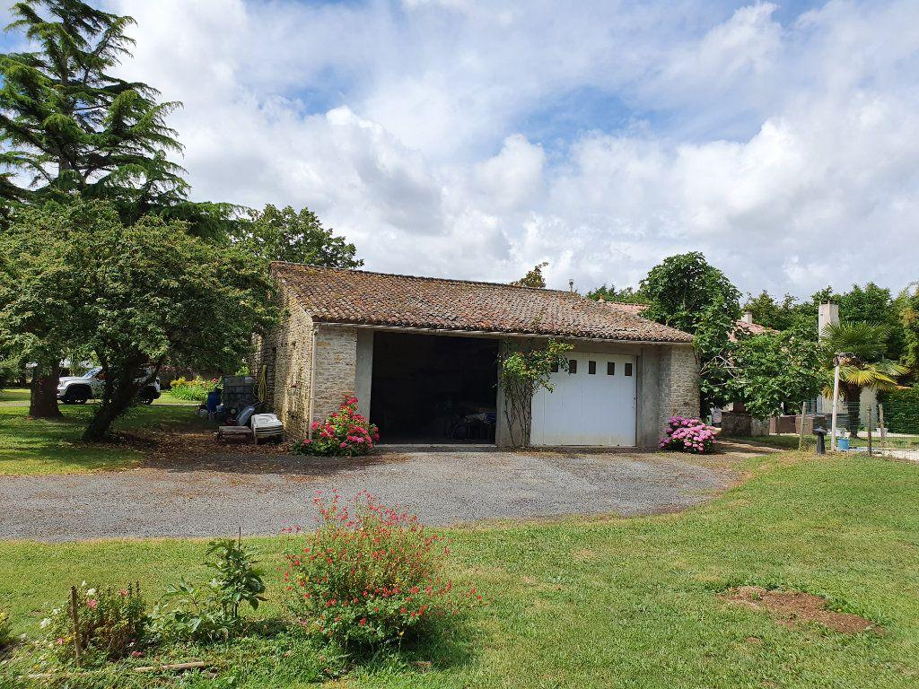 Maison à vendre 7 200m2 à Maillé vignette-3