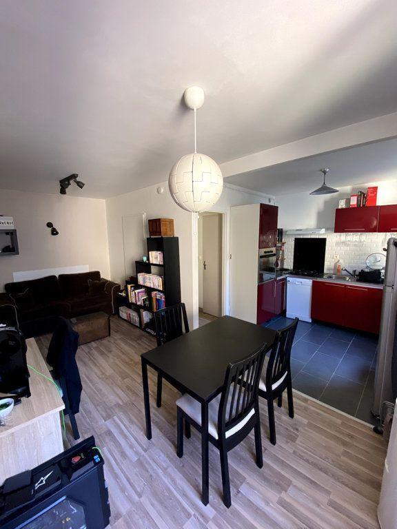 Appartement à vendre 2 34m2 à Caluire-et-Cuire vignette-2