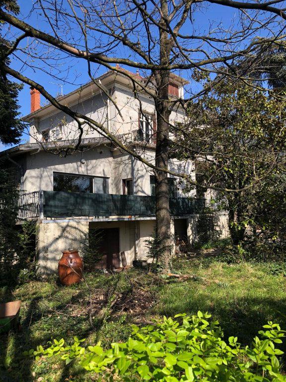 Maison à vendre 8 245m2 à Bron vignette-4