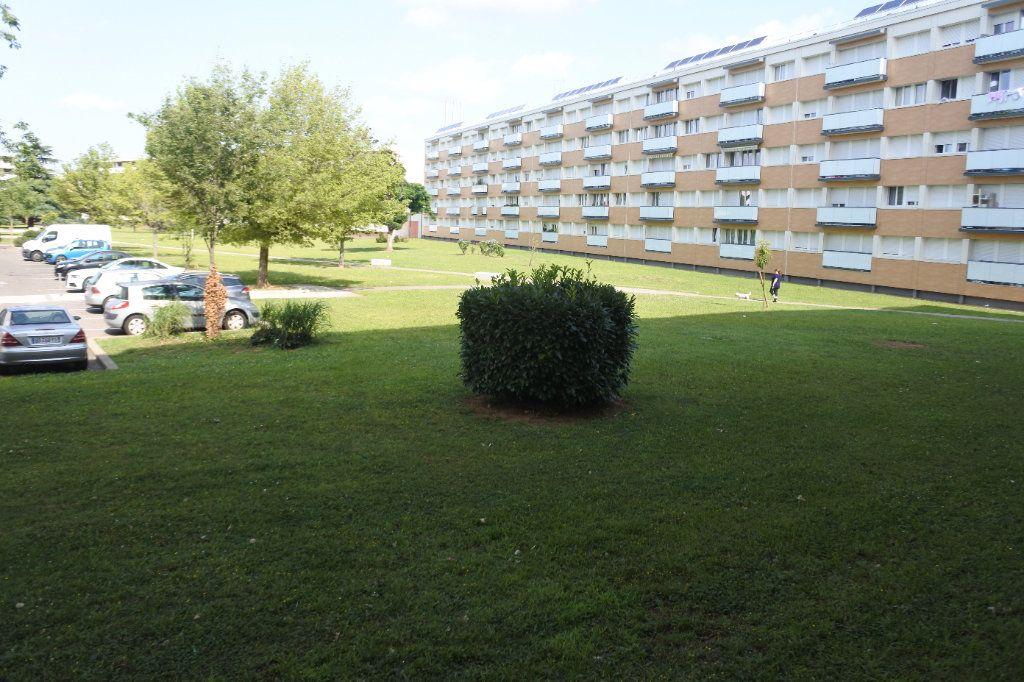 Appartement à vendre 4 74m2 à Saint-Priest vignette-1