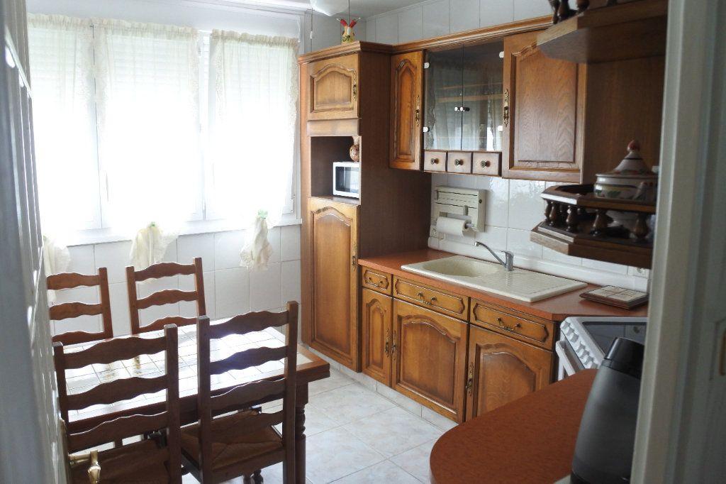 Appartement à vendre 4 74m2 à Saint-Priest vignette-4