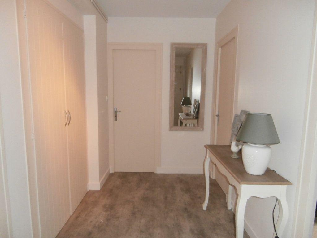 Appartement à louer 4 91.39m2 à Bergerac vignette-3