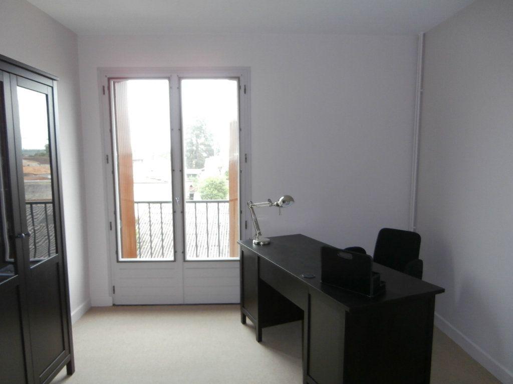 Appartement à louer 4 91.39m2 à Bergerac vignette-5
