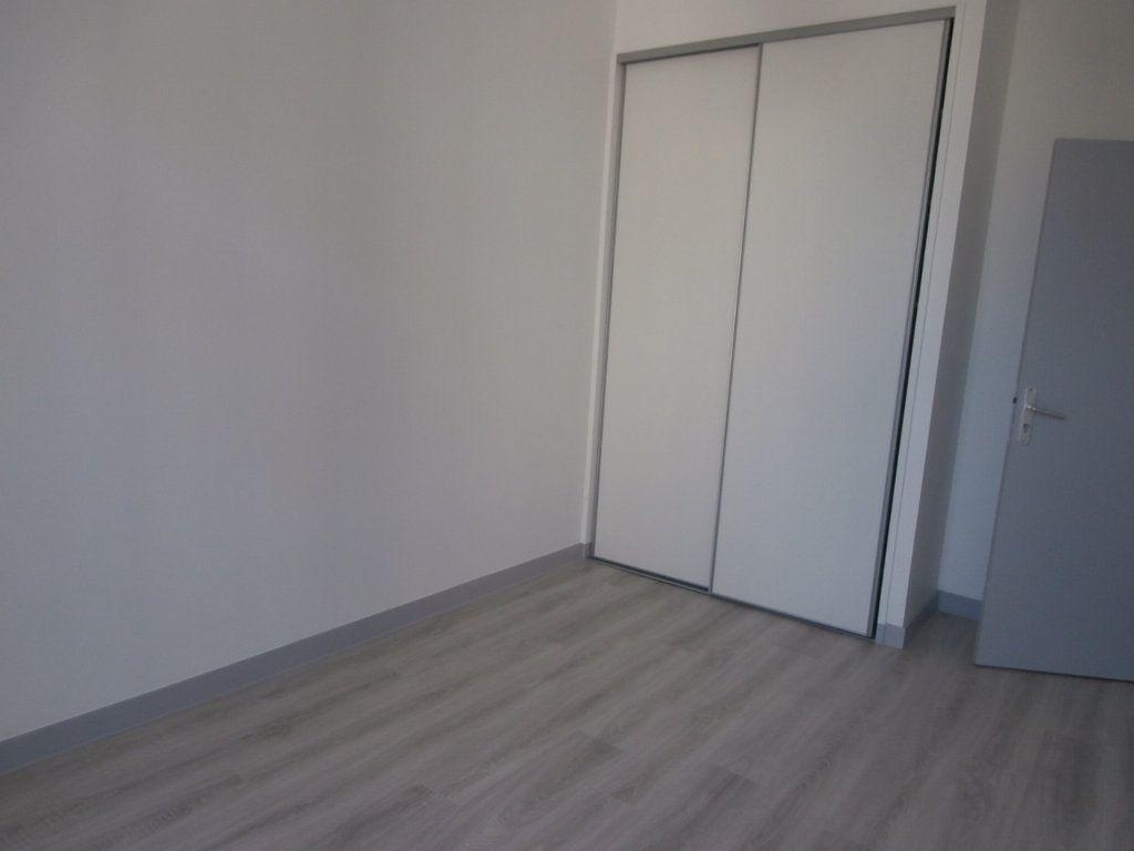 Appartement à louer 3 59.56m2 à Bergerac vignette-5